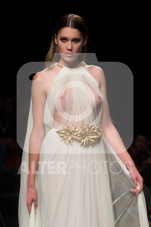 A model presents brides and party designs of Rafael Urquizar at the Cibeles Madrid Novias in Ifema (Alterphotos/Marta Gonzalez)