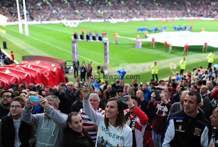 Picture by Alex Broadway/SWpix.com - 10/10/2015 - Rugby League - First Utility Super League Grand Final - Leeds Rhinos v Wigan Warriors - Old Trafford, Manchester, England - Charlatans fans.