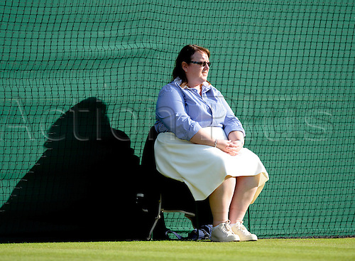2010 AELTC  THe Championships Wimbledon London UK.Line judge on Centre court. June 24th 2010:  Wimbledon international tennis tournament held at the All England Lawn Tennis Club, London, England.