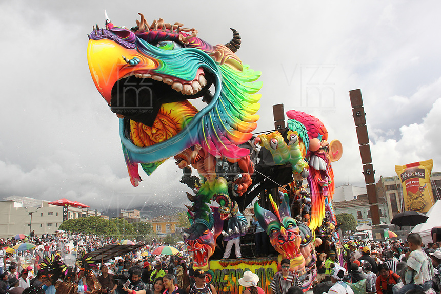 PASTO- COLOMBIA, 06-01-2018: Desfile Magno del 6 de enero en el Carnaval de Pasto. La Senda del Carnaval, de unos 7 kilómetros aproximadamente,  se convirtió en una muestra efímera de arte de los pastusos, cuando cientos de artistas desfilaron ante miles de personas, mostrando el diseño, el moldeado, la escultura y color en cada creación./Magno parade on January 6 at the Pasto Carnival. / The Path of Carnival, about 7 kilometers, became an ephemeral art show of the pastuses, when hundreds of artists paraded before thousands of people, showing the design, molding, sculpture and color in each creation. Photo: Vizzorimage / Leonardo Castro  / Contribuidor