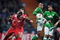FUSSBALL   1. BUNDESLIGA    SAISON 2012/2013    12. Spieltag   SV Werder Bremen - Fortuna Duesseldorf               18.11.2012 Nando Rafael (li, Fortuna Duesseldorf) gegen Theodor Gebre Selassie (re, SV Werder Bremen)