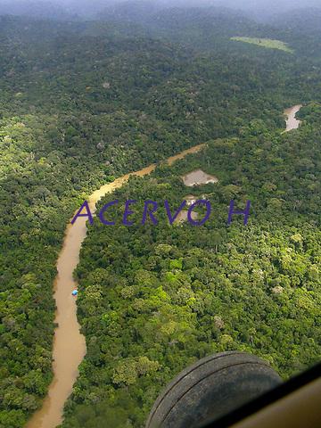 A &aacute;rea est&aacute; localizada no sudoeste do Par&aacute;, na Floresta Nacional (Flona) do Amana, nos munic&iacute;pios de Itaituba e Jacareacanga. &Eacute; margeada pela rodovia Transamaz&ocirc;nica e situa-se na regi&atilde;o de influ&ecirc;ncia da BR-163 (rodovia Cuiab&aacute;-Santar&eacute;m), onde um conjunto de a&ccedil;&otilde;es busca estimular a produ&ccedil;&atilde;o madeireira sustent&aacute;vel.<br /> <br /> Par&aacute;, Brasil<br /> Foto Jo&atilde;o Batista<br /> 2008