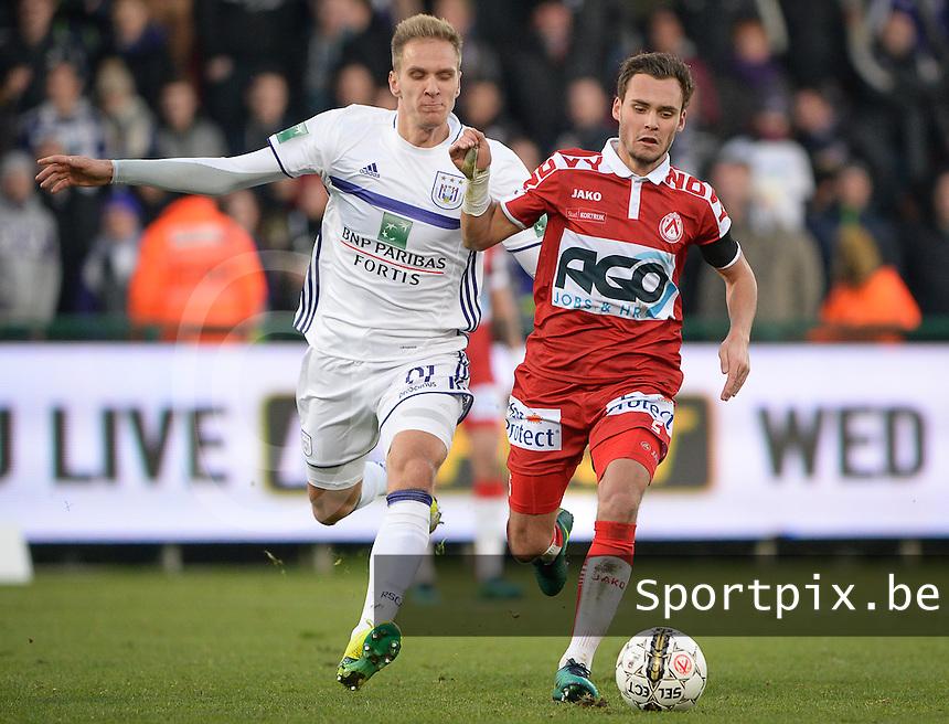 KV Kortrijk - RSC Anderlecht : duel tussen Lukasz Teodorczyk (links) en Birger Verstraete (r)<br /> Foto David Catry | VDB | Bart Vandenbroucke