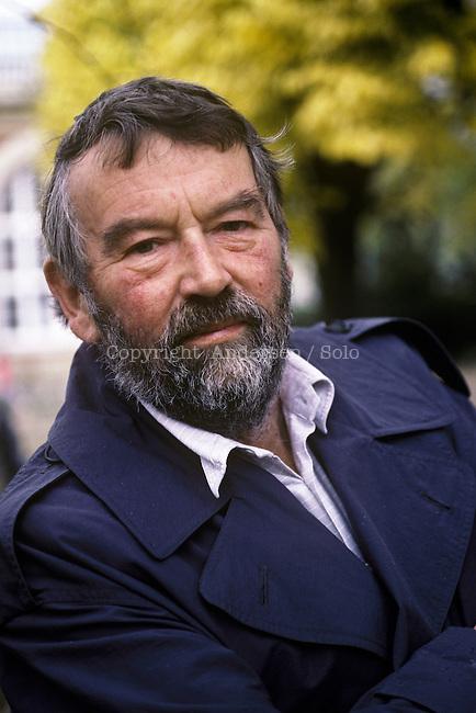 John Fowles ( 1926-2005 )