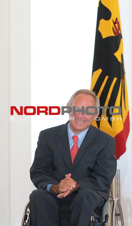 Wolfgang Sch&permil;uble - Deutsche Fussball Nationalmannschaft erh&permil;lt Bundesverdienstkreuz im Schloss Bellevue in Berlin , 14.08.2006<br /> <br /> <br /> <br /> Foto: &copy; nordphoto