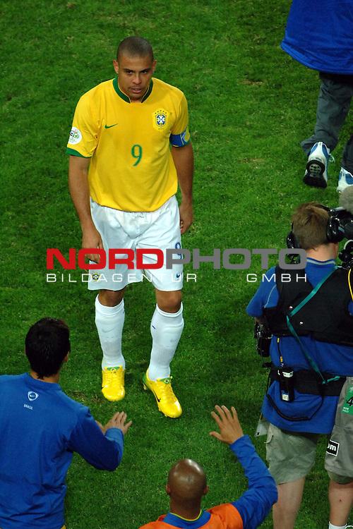 FIFA WM 2006 -  Gruppe F Vorrunde ( Group AF)  <br /> Play   #43 (22-Jun) - Japan vs Brasilien  1 - 4<br /> <br /> Goalgetter Ronaldo is after the 2 Goals happy.<br /> <br /> Foto &copy; nordphoto