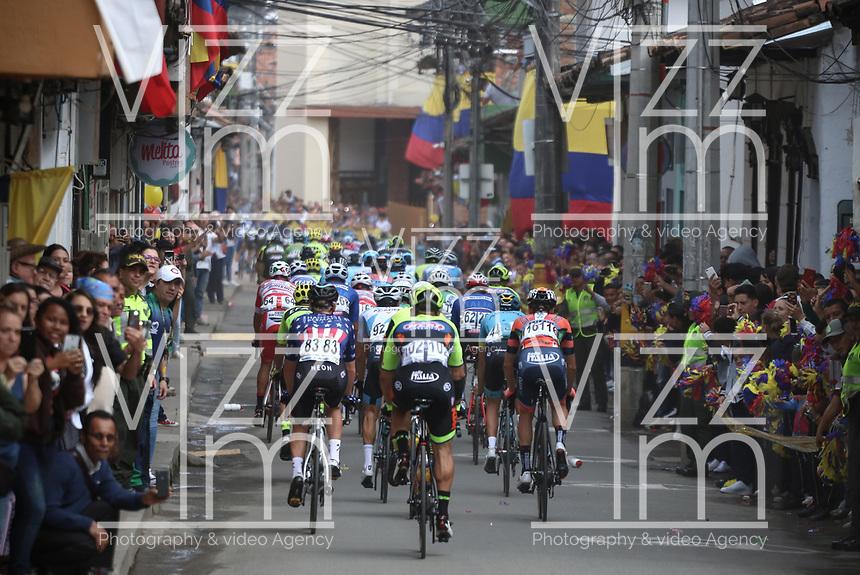 LA CEJA - COLOMBIA, 13-02-2019:  El pelotón principal durante la segunda etapa del Tour Colombia 2.1 2019 con un recorrido de 150.5 Km, que se corrió entre La Ceja Canadá - Carmen de Viboral - Rionegro - Canadá - La Ceja. / The main group during the second stage of 150.5 km of Tour Colombia 2.1 2019 that ran through La Ceja Canada - Carmen de Viboral - Rionegro - Canada - La Ceja.  Photo: VizzorImage / Fedeciclismo Prensa