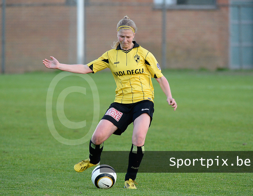 20140502 - VARSENARE , BELGIUM : Lierse's Merel Groenen pictured during the soccer match between the women teams of Club Brugge Vrouwen  and WD Lierse SK  , on the 26th matchday of the BeNeleague competition on Friday 2 May 2014 in Varsenare .  PHOTO DAVID CATRY