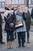 Mieterprotest gegen Mieterhoehung bei der degewo.<br /> Am Dienstag den 14. Februar 2017 versammelten sich Mieterinnen und Mieter der staedtischen Wohnungsbaugesellschaft degewo auf dem Kreuzberger Mariannenplatz um gegen die Mieterhoehungen fuer ihre Sozialwohnungen zu proetstieren. Die landeseigene Wohnungsbaugesellschaft hatte ihnen zum Jahreswechsel eine Mieterhoehung angekuendigt, die fuer etliche Betroffene ihre Wohnung unbezahlbar macht.<br /> 14.2.2017, Berlin<br /> Copyright: Christian-Ditsch.de<br /> [Inhaltsveraendernde Manipulation des Fotos nur nach ausdruecklicher Genehmigung des Fotografen. Vereinbarungen ueber Abtretung von Persoenlichkeitsrechten/Model Release der abgebildeten Person/Personen liegen nicht vor. NO MODEL RELEASE! Nur fuer Redaktionelle Zwecke. Don't publish without copyright Christian-Ditsch.de, Veroeffentlichung nur mit Fotografennennung, sowie gegen Honorar, MwSt. und Beleg. Konto: I N G - D i B a, IBAN DE58500105175400192269, BIC INGDDEFFXXX, Kontakt: post@christian-ditsch.de<br /> Bei der Bearbeitung der Dateiinformationen darf die Urheberkennzeichnung in den EXIF- und  IPTC-Daten nicht entfernt werden, diese sind in digitalen Medien nach §95c UrhG rechtlich geschuetzt. Der Urhebervermerk wird gemaess §13 UrhG verlangt.]
