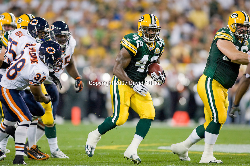 Running back DeShawn Wynn #42 of the Green Bay Packers carries the ball during an NFL football game against the Chicago Bears at Lambeau Field on October 7, 2007 in Green Bay, Wisconsin. The Bears beat the Packers 27-20. (Photo by David Stluka)