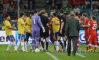 FUSSBALL  INTERNATIONAL  Testspiel Schweiz - Brasilien    14.08.2013 Rudelbildung, Spieler beider Mannschaften diskutieren heftig  miteinander