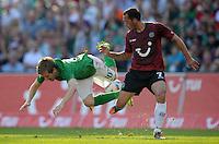 FUSSBALL   1. BUNDESLIGA   SAISON 2011/2012    8. SPIELTAG Hannover 96 - SV Werder Bremen                             02.10.2011 Marko MARIN (li, Bremen) gegen Sergio PINTO (re, Hannover)