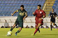 ATENÇÃO EDITOR: FOTO EMBARGADA PARA VEÍCULOS INTERNACIONAIS - BARUERI, SP, 15 DE JANEIRO DE 2013 - COPA SÃO PAULO DE FUTEBOL JUNIOR - PALMEIRAS x DESPORTIVO BRASIL: Edilson (e) durante partida Palmeiras x Desportivo Brasil, válida pela segunda fase da Copa São Paulo de Futebol Junior, disputado na Arena Barueri. FOTO: LEVI BIANCO - BRAZIL PHOTO PRESS