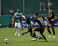 PALMIRA - COLOMBIA, 04-04-2019: Kevin Velasco del Cali disputa el balón con Guillermo Benitez del Guarani durante partido por la primera ronda de la Copa CONMEBOL Sudamericana 2019 entre Deportivo Cali de Colombia y Club Guaraní de Paraguay jugado en el estadio Deportivo Cali de la ciudad de Palmira. / Kevin Velasco of Cali vies for the ball with Guillermo Benitez of Guarani during match for the first round as part Copa CONMEBOL Sudamericana 2019 between Deportivo Cali of Colombia and Club Guarani of Paraguay played at Deportivo Cali stadium in Palmira city.  Photo: VizzorImage / Nelson Rios / Cont