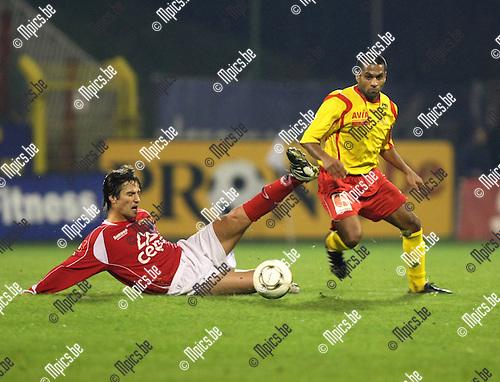 2008-11-15 / Voetbal / Antwerp FC - Red Star Waasland / Sebastian Setti (Antwerp) met een tackle op Khanchaf ..Foto: Maarten Straetemans (SMB)