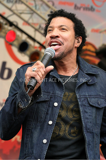 Lionel Richie performing at Party In The Park, Birmingham -  10/07/04..FAMOUS.PICTURES AND FEATURES AGENCY.tel  +44 (0) 20 7731 9333.FAM13210
