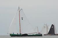 SKUTSJESILEN: STAVOREN: IJsselmeer, 13-08-2012, IFKS skûtsjesilen, A-klasse, skûtsje Zeldenrust (schipper Kees van der Kooij) in het kruisrak terwijl andere skûtsjes nog voor de wind zeilen, ©foto Martin de Jong
