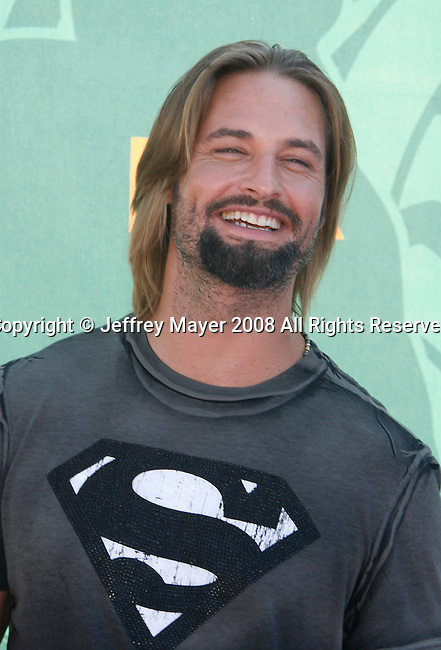 Actor Josh Holloway arrives at the 2008 Teen Choice Awards at the Gibson Amphitheater on August 3, 2008 in Universal City, California.