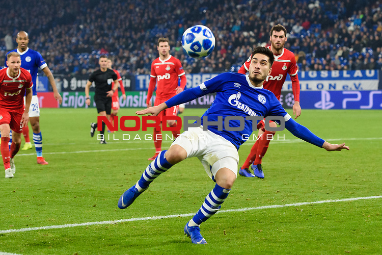 11.12.2018, VELTINS Arena, Gelsenkirchen, Deutschland, GER, UEFA Champions League, Gruppenphase, Gruppe D, FC Schalke 04 vs. FC Lokomotiv Moskva / Moskau<br /> <br /> DFL REGULATIONS PROHIBIT ANY USE OF PHOTOGRAPHS AS IMAGE SEQUENCES AND/OR QUASI-VIDEO.<br /> <br /> im Bild Torschuss Suat Serdar (#8 Schalke)<br /> <br /> Foto © nordphoto / Kurth