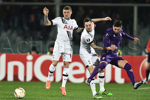 18.02.2016. Florence, Italy. UEFA Europa League football. Fiorentina versus Tottenham Hotspur.  Kieran Tippier and Ryan Mason Tottenham see the shot on goal from Mauro Zarate