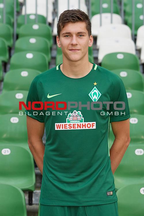 Fu&szlig;ball, GER, /3.Liga, Portr&auml;ttermin 2017/2018,<br /> <br /> Dominic Volkmer (SV Werder Bremen U23 #5)<br /> <br /> Foto &copy; nordphoto / Kokenge