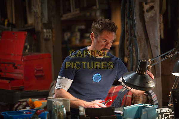 ROBERT DOWNEY JR.<br /> in Iron Man 3 (2013) <br /> *Filmstill - Editorial Use Only*<br /> CAP/FB<br /> Supplied by Capital Pictures