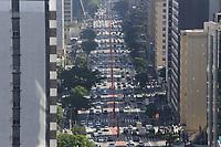 27.04.2018 - Trânsito na Avenida Paulista em SP