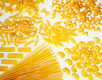 Still life  con diversi formati di pasta su sfondo bianco.<br /> Still life of assorted pasta shapes isolated on white background