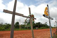 Trecho da rod. Pa 254 onde cruzes marcam a morte de pessoas por acidentes.<br /> Óbidos, Pará, Brasil.<br /> Foto Paulo Santos<br /> 2008 Extensão<br /> 288 km<br /> Principal Ligação<br /> Oriximiná - Prainha
