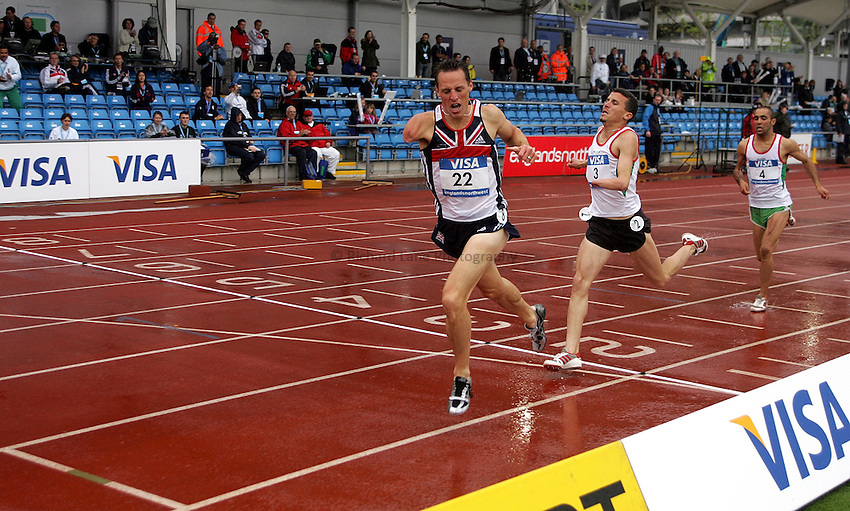 Photo: Paul Thomas..VISA Paralympic World Cup 2007. Athletics. 13/05/2007...Danny Crates of Great Britain wins the men's T46 800m.