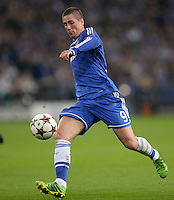 FUSSBALL   CHAMPIONS LEAGUE   SAISON 2013/2014   GRUPPENPHASE FC Schalke 04 - FC Chelsea        22.10.2013 Fernando Torres (FC Chelsea) am Ball
