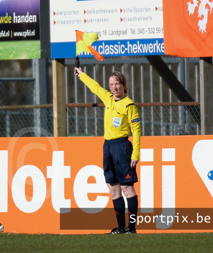20150404 - LANDGRAAF , Netherlands :<br /> <br /> assistent referee Bianca Scheffers<br /> , pictured during the female soccer match between Women Under 19 teams of Denmark and Slovenia , on the first matchday  in Group 6 of the UEFA Elite Round Women Under 19 at the Sportcomplex Strijthagen Stadium , Landgraaf , Netherlands<br /> <br /> Thursday 31 march 2015<br /> foto Dirk Vuylsteke / David CATRY