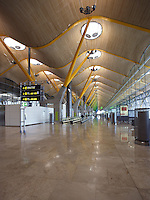 New Terminal Building T4, Barajas Airport, 2006, built by Richard Rogers (Firenze, Italy, 1933 ; lives and works in London) & Antonio Lamela (Lamela Studio, Madrid), Madrid, Spain. Picture by Manuel Cohen