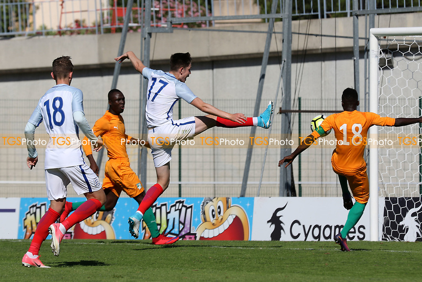 England's George Hirst just fails to connect with a cross during England Under-18 vs Ivory Coast Under-20, Toulon Tournament Final Football at Stade de Lattre-de-Tassigny on 10th June 2017