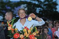TURNEN: HEERENVEEN: centrum Heerenveen, 16-08-2012, Huldiging Olympisch kampioen, Epke Zonderland met z'n gouden medaille, ©foto Martin de Jong