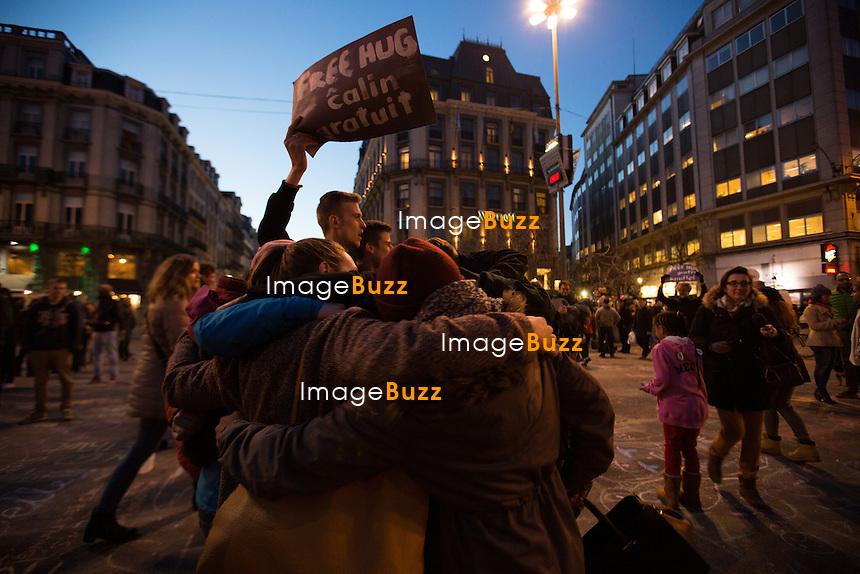 Le Premier ministre belge Charles Michel et le pr&eacute;sident de la Commission europ&eacute;enne Jean-Claude Juncker  lors d'un hommage de solidarit&eacute; devant la ;Bourse de Bruxelles pour les victimes des attentats &agrave; l'a&eacute;roport de Zaventem et la station de m&eacute;tro bruxelloise de Maelbeek.<br /> Belgique, Bruxelles, 22 mars 2016<br /> Belgian Prime Minister Charles Michel and the President of the European Commission Jean-Claude Juncker during a tribute in Brussels following the Brussels terrorist attacks.<br /> Belgium, Brussels, 22 March 2016