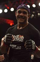 GOIÂNIA - GO – 09.11.2013 – UFC FIGHT NIGHT- RAFAEL FEIJÃO vs IGOR POKRAJAC – O brasileiro Rafael Feijão (vermelho) peso meio-pesado durante luta contra o croatnorte-americano Igor Pokrajac (azul) no UFC Fight Night realizado na Arena Goiânia neste sábado, 09.  (Foto: Ricardo Botelho / Brazil Photo Press).