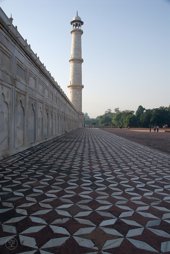 Side view of the Taj Mahal with sandstone and marble, Agra, India