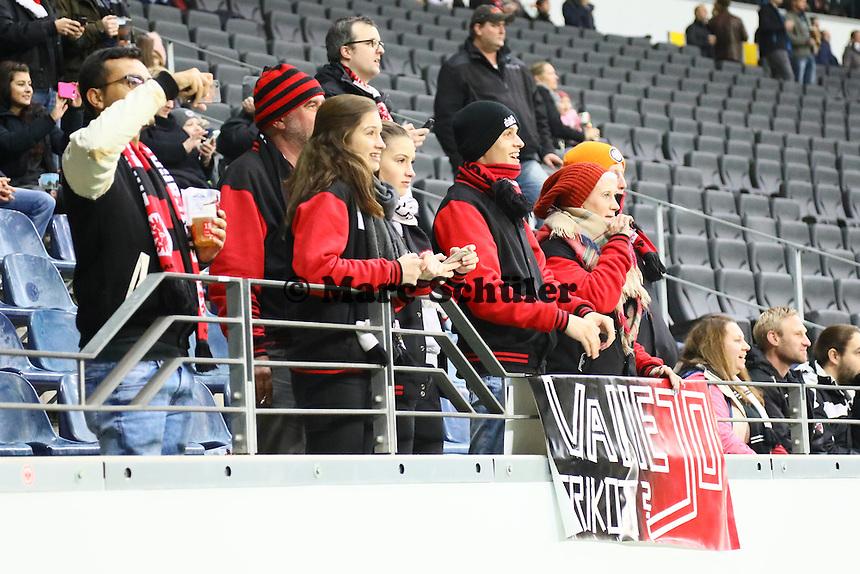 Frankfurter Fans - 25.10.2016: Eintracht Frankfurt vs. FC Ingolstadt 04, 2. Hauptrunde DFB-Pokal, Commerzbank Arena