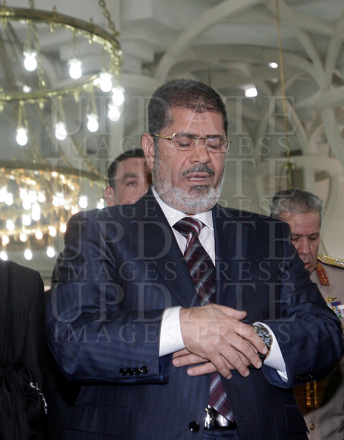 Il presidente egiziano Mohamed Morsi prega nella Grande Moschea di Roma, 14 settembre 2012..Egyptian President Mohamed Morsi, center inside the Great Mosque in Rome, 14 September 2012..UPDATE IMAGES PRESS/Riccardo De Luca