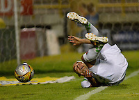 TUNJA -COLOMBIA, 21-02-2016. Edwards Jimenez (Izq) jugador de Boyacá Chicó en acción durante el encuentro con Rionegro Águilas por la fecha 5 Liga Águila I 2016 realizado en el estadio La Independencia en Tunja. / Edwards Jimenez player of Boyaca Chico in action during match against Rionegro Aguilas for the date 5 of Aguila League I 2016 played at La Independencia stadium in Tunja. Photo: VizzorImage/César Melgarejo/Cont