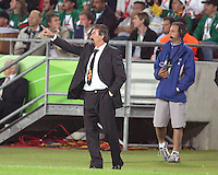 Ricardo La Volpe the Mexican coach gives instructions to his players. Mexico and Angola played to a 0-0 tie in their FIFA World Cup Group D match at FIFA World Cup Stadium, Hanover, Germany, June 16, 2006.