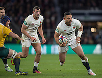 Twickenham, United Kingdom. Ben TE'O, lookingfor teh gap, during the Old Mutual Wealth Series Rest Match: England vs Australia, at the RFU Stadium, Twickenham, England, <br /> <br /> Saturday  03/12/2016<br /> <br /> [Mandatory Credit; Peter Spurrier/Intersport-images]