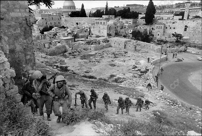 Six Day War, Israeli soldiers entering Jerusalem, Six Day War, Israel, June 1967