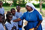 TANZANIA Musoma, JIPE MOYO a shelter of the catholic church for girls which escaped from their village to prevent FGM female genital mutilation / TANSANIA Region Mara, Musoma, Projekte der Dioezese Musoma, JIPE MOYO, Zufluchtsort fuer Maedchen denen in ihrem Dorf Genitalverstuemmelung droht, Schwester: SR. ANNUNCIATA CHACHA