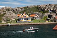 Sweden, Vaestra Goetaland County, Hamburgsund: Summer house along Bohuslaen Coast | Schweden, Vaestra Goetalands laen, Hamburgsund: Sommerhaus an der Bohuslaen Kueste
