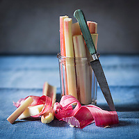 Gastronomie Générale:  Rhubarbe  - Stylisme : Valérie LHOMME // Gastronomy: Garden peas  (food stylist Valerie LHOMME)