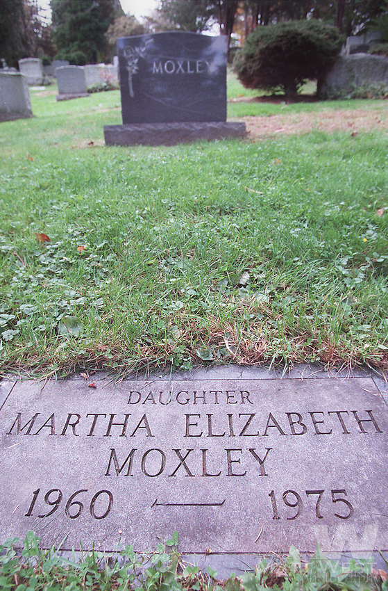 Martha Moxley's grave at Putnam Cemetary in Greenwich, CT.  10/22/98 Staff Photo by Matt West