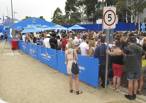 18.01.2014. Melbourne, Australia. Australian Open 2014, Melbourne Park,ITF Grand Slam Tennis Tournament. Spectators  Wait on Admission