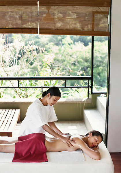 Woman Receiving Ayurvedic Massage at Six Senses Spa, Heritance Kandalama Hotel, Dambulla, Sri Lanka. November14,2008. Dambulla, Sri Lanka.